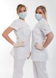 摆在女性牙医 免版税库存图片