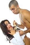 摆在年轻人的夫妇 免版税图库摄影