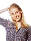 摆在情感愉快微笑在白色背景,生活方式人概念的年轻人相当白肤金发的少年行家女孩 库存图片