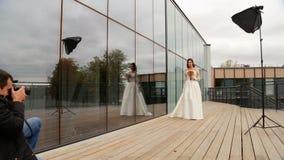 摆在摄影师的新娘 影视素材