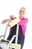 摆在梯子的女性房屋油漆工 图库摄影
