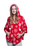 摆在演播室的可爱的快乐的十几岁的女孩 有雪花的佩带的红色冬天有冠乌鸦 背景查出的白色 免版税库存图片