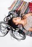 摆在演播室的可爱的年轻混血儿女孩 图库摄影