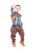 摆在牛仔服装的小男孩 免版税图库摄影