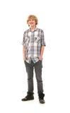 摆在现代衣裳的一个愉快的少年人 免版税库存图片