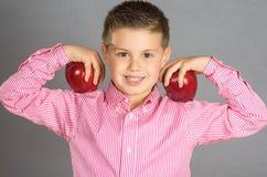 苹果15的孩子 库存照片