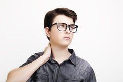 摆在白色背景的时髦的英俊的年轻人 库存图片
