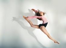 摆在白色背景的现代样式舞蹈家 库存图片