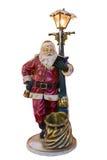 摆在袋子附近的圣诞老人的全长画象隔绝在白色背景 库存照片