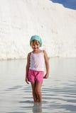 摆在象一个赞成模型的微笑的小孩女孩 图库摄影