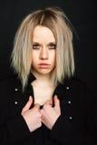 摆在黑背景的被弄乱的女孩 图库摄影