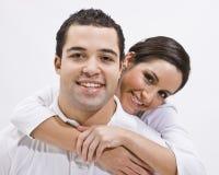 摆在年轻人的有吸引力的夫妇 免版税图库摄影