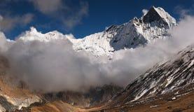 摆尾machhapuchhre山尼泊尔 免版税库存图片