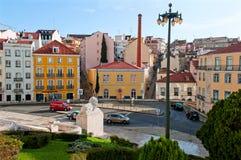 摆正与传统colorfull hauses在里斯本,葡萄牙 免版税库存图片