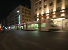 摇摄被射击一辆有轨电车在罗马 免版税库存照片