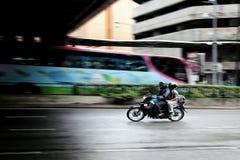 摇摄motocyle 免版税库存图片