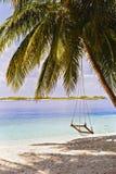 摇摆与美丽的太阳海沙和天空在马尔代夫,豪华tro 库存图片