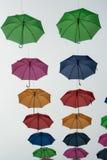 摇摆在夏天空气的伞 免版税图库摄影