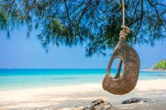 摇摆在海滩,酸值Kood泰国 免版税库存图片