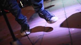 摇摆物的鞋子 影视素材