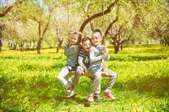 摇摆的儿童基于 免版税图库摄影