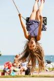 摇摆的嬉戏的疯狂的女孩 免版税图库摄影