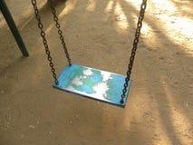 摇摆被设置在孩子的操场 免版税库存图片