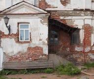 摇摇欲坠的房子 免版税库存照片