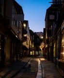摇晃不稳,肉店历史的街道追溯到中世纪时期的 现在其中一个约克` s主要旅游胜地 免版税图库摄影