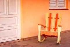 摇椅在一个房子的露台在Vinales 免版税图库摄影