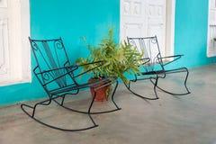 摇椅在一个房子的露台在Vinales 库存照片