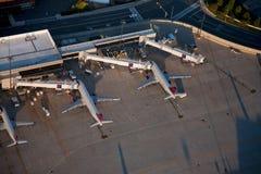 摇石机场和Delta飞机 库存照片