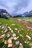 摇石通过冰川国家公园 免版税库存照片