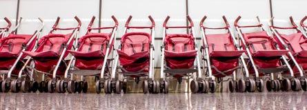 摇篮车在机场 免版税库存图片