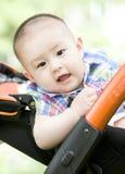 摇篮车的一个婴孩 免版税库存照片