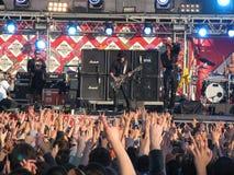 摇滚乐音乐会的人们 免版税库存图片