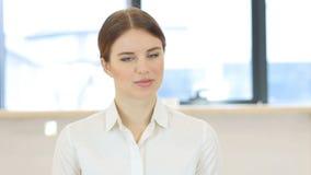 摇头对没有,否认妇女在办公室 股票录像
