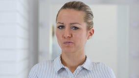 摇头对没有,否认妇女画象 股票视频