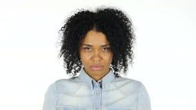 摇头由白色背景的黑人妇女拒绝,不 影视素材