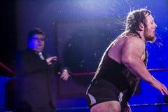 摇头的摔跤手 免版税库存照片