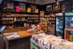 摊位在格兰维尔海岛公开市场上在温哥华 免版税库存图片