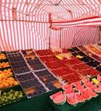 摊位蔬菜水果商用新鲜水果 库存照片