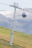 摊缆车推力滑雪 库存图片