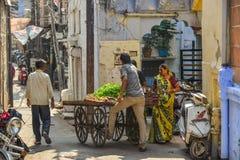 摊贩在乔德普尔城,印度 免版税库存图片