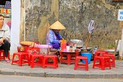 摊贩在会安市古镇,越南联合国科教文组织世界遗产名录 免版税库存照片