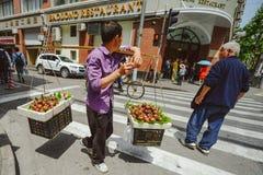 摊贩在上海,中国 免版税库存照片