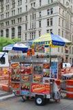 摊贩推车在曼哈顿 库存图片