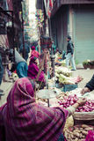 摊贩sels他的水果和蔬菜在钾的Thamel 库存照片