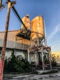 摒弃在皇家的口岸,南卡罗来纳的水泥筒仓 库存图片