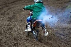 摘要开玩笑摩托车越野赛 库存图片